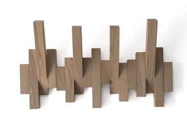 Wall-mounted oak coat rack DIESIS