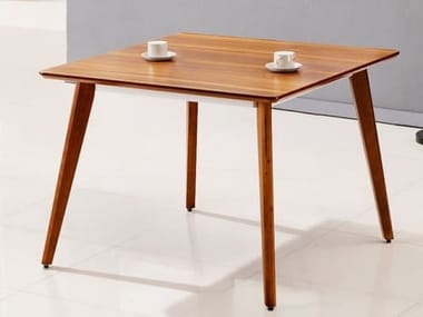 Square wooden table EVOLUTIO | Square table