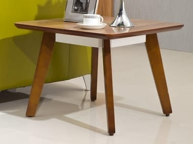 Square wooden coffee table EVOLUTIO | Square coffee table