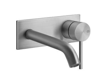 Mitigeur lavabo 2 trous mural en métal avec plaque FLESSA | Mitigeur lavabo avec plaque