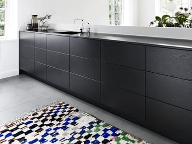 Linear solid wood kitchen without handles FORM 2 - BLACK OAK