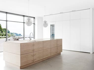Solid wood kitchen with push to open doors FORM 45 - WHITE STAINED OAK
