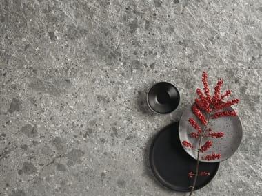 Pavimento/rivestimento in gres porcellanato effetto pietra FRAGMENTA FULL BODY GRIGIO MILANO
