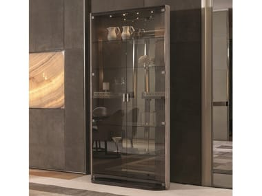 Crystal display cabinet with integrated lighting HENNESY   Display cabinet