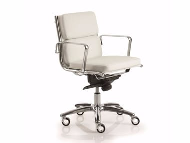 Low back executive chair with 5-spoke base with armrests LIGHT   Low back executive chair