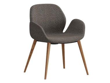 Sedia imbottita in tessuto con braccioli MAGNOLIA | Sedia in tessuto