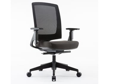Mesh office chair with 5-Spoke base with armrests MIRO | Office chair