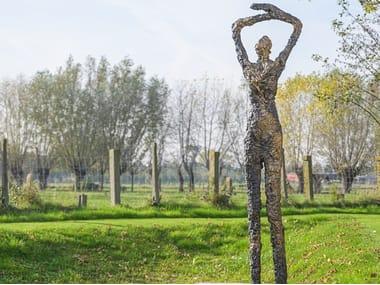 Escultura de bronce MOON STARING
