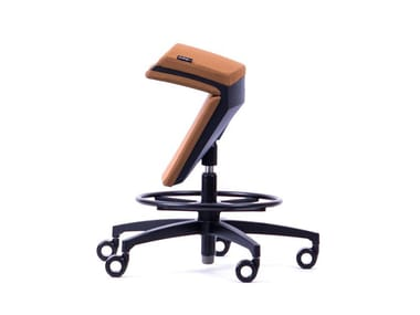 Height-adjustable ergonomic fabric office stool with 5-Spoke base KINEMA® BROWN