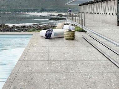 Pavimento per esterni in gres porcellanato effetto pietra MYSTONE CEPPO DI GRÉ 20 | Grey