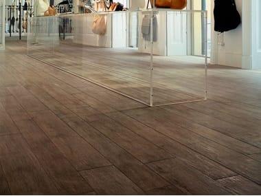 Pavimento/rivestimento in gres porcellanato effetto legno NATURE BROWN