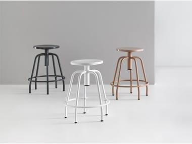 Height-adjustable stool with footrest NEXOS 2005