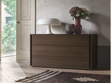 Oak chest of drawers with integrated handles VIP   Oak chest of drawers