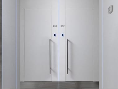 Hinged flush-fitting door PLANA