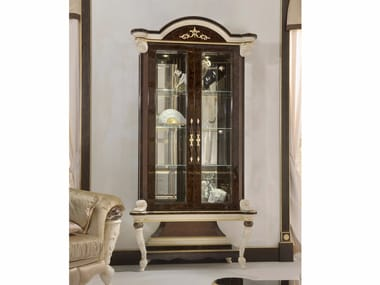 Lacquered Crystal Display Cabinet Prestige