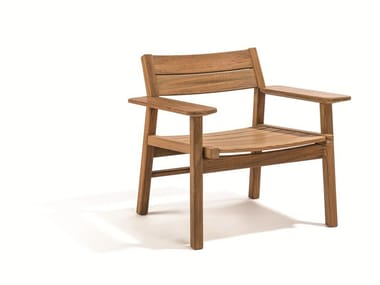 Petit fauteuil de jardin en teck avec accoudoirs DJURÖ | Petit fauteuil