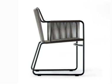 Sedia a slitta da giardino in acciaio inox con braccioli HARP | Sedia con braccioli