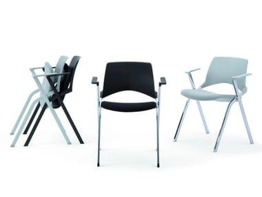Sedia impilabile pieghevole con braccioli KENDÒ SOFT | Sedia con braccioli