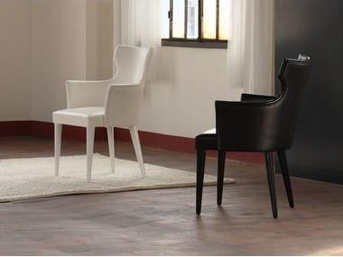 Petit fauteuil rembourré en tissu avec accoudoirs VENEZIANA