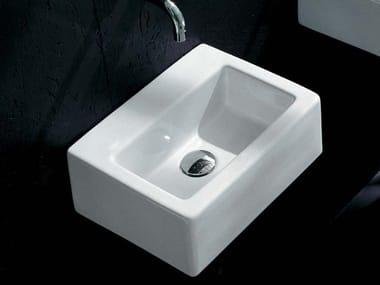 Lavamani da appoggio rettangolare sospeso in ceramica ACQUABABY | Lavamani sospeso