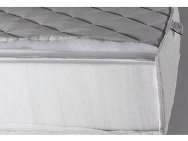 Anti-allergy rubber mattress with removable cover OMER