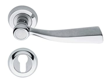 Classic style metal door handle on rose with lock ELIKA | Door handle with lock