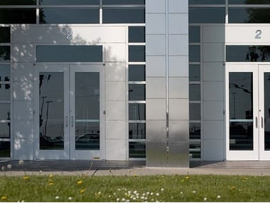 Automatic entry door K-WING