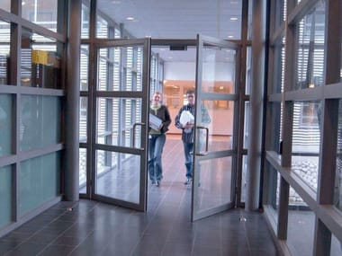 Automatic entry door PORTE A BATTENTE KONE