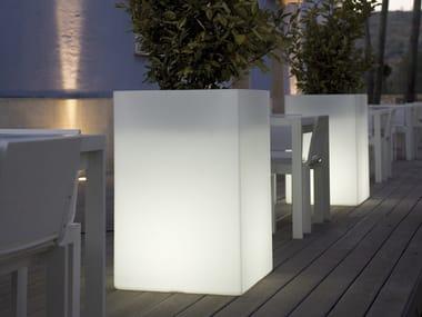 Polyethylene garden vase with Light CUBO ALTO