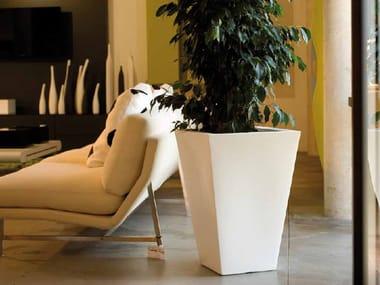 High polyethylene garden vase with Light CONO CUADRATO ALTO