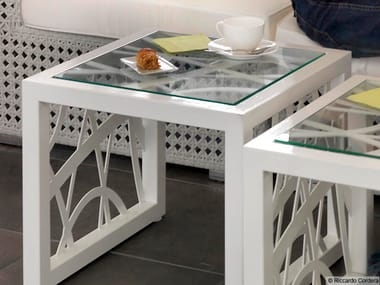 Low square coffee table MODERN