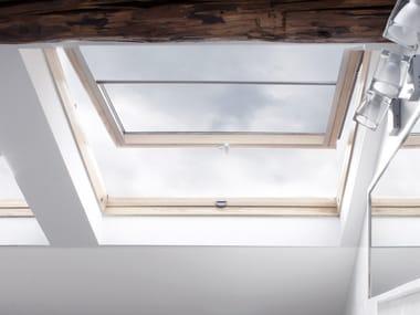 Manually operated pine roof window VELUX Standard bassoemissiva GHL 73