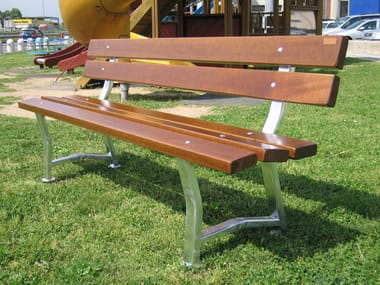 Panchina in legno con schienale GARDEN