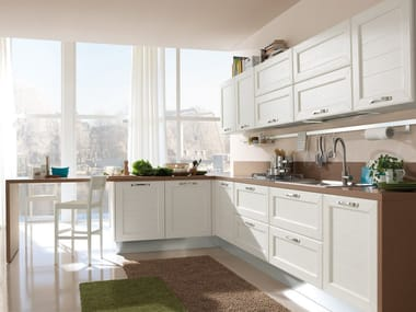CLAUDIA | Cucina con maniglie By Cucine Lube design Studio Ferriani