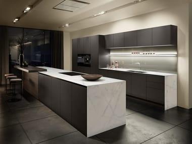 Cucina ad isola con gola laccata grigio grafite SieMatic PURE - S2 ...