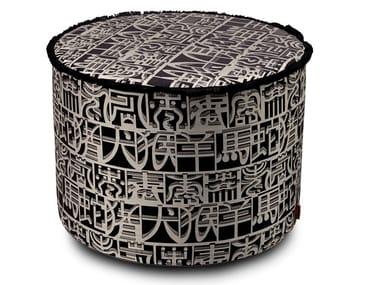 Pouf cilindro in tessuto jacquard con seta IDEOGRAMMA | Pouf in seta