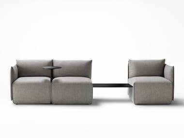 Sofá secional de tecido PLACE | Sofá com porta-revistas integrada