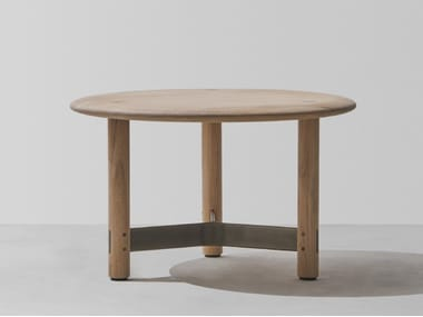 Low round oak coffee table STILT | Round coffee table