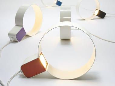 Lampada da tavolo a luce diretta in lamiera SONOLUCE | Lampada da tavolo