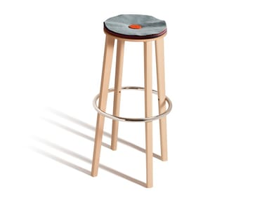 High stool with integrated cushion TOE 534P