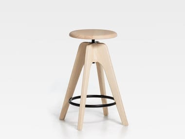 Height-adjustable wooden stool TOMMY SW | Height-adjustable stool