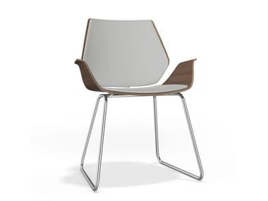 Gepolsterter Stuhl aus Holz mit Kufengestell mit Armlehnen CENTURO I | Gepolsterter Stuhl