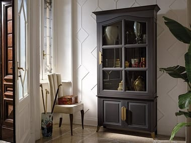 Lacquered wood and glass display cabinet CAPRICCI | Lacquered display cabinet