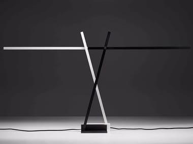 Lampada da tavolo a LED ad altezza regolabile orientabile in alluminio XY
