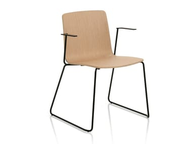 Sedia a slitta in legno con braccioli YO | Sedia con braccioli
