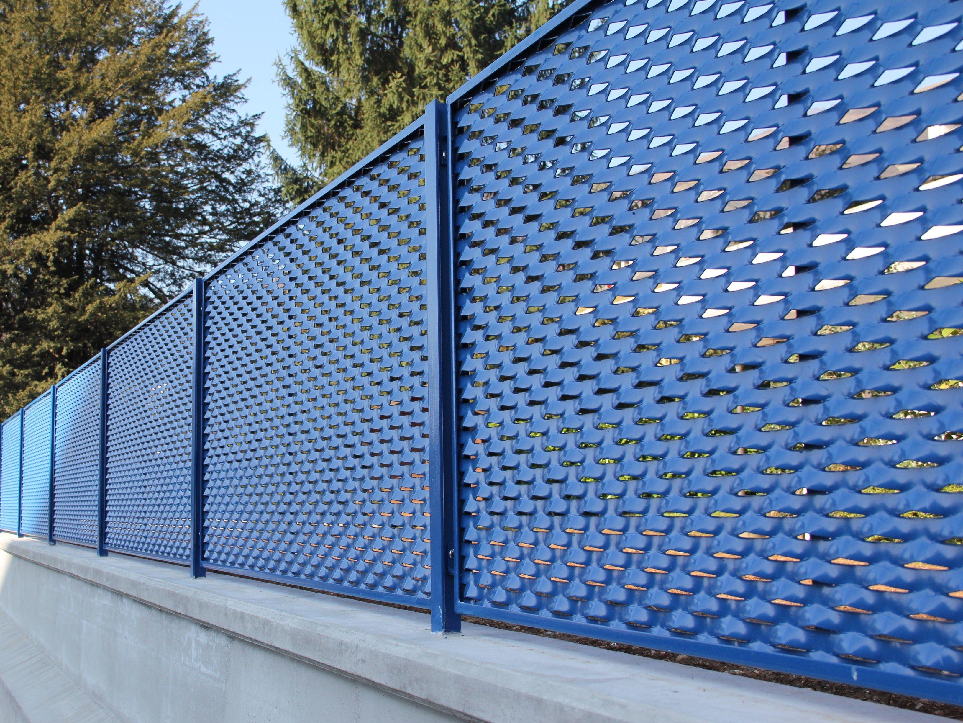 Ambasciata recinzione in rete stirata by fils for Rete stirata per cancelli