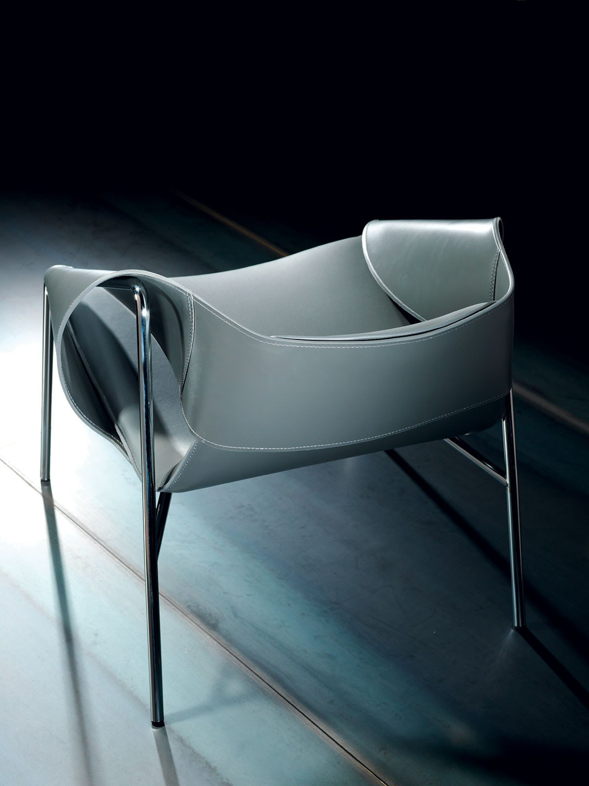 BEND Leather armchair By Italy Dream Design