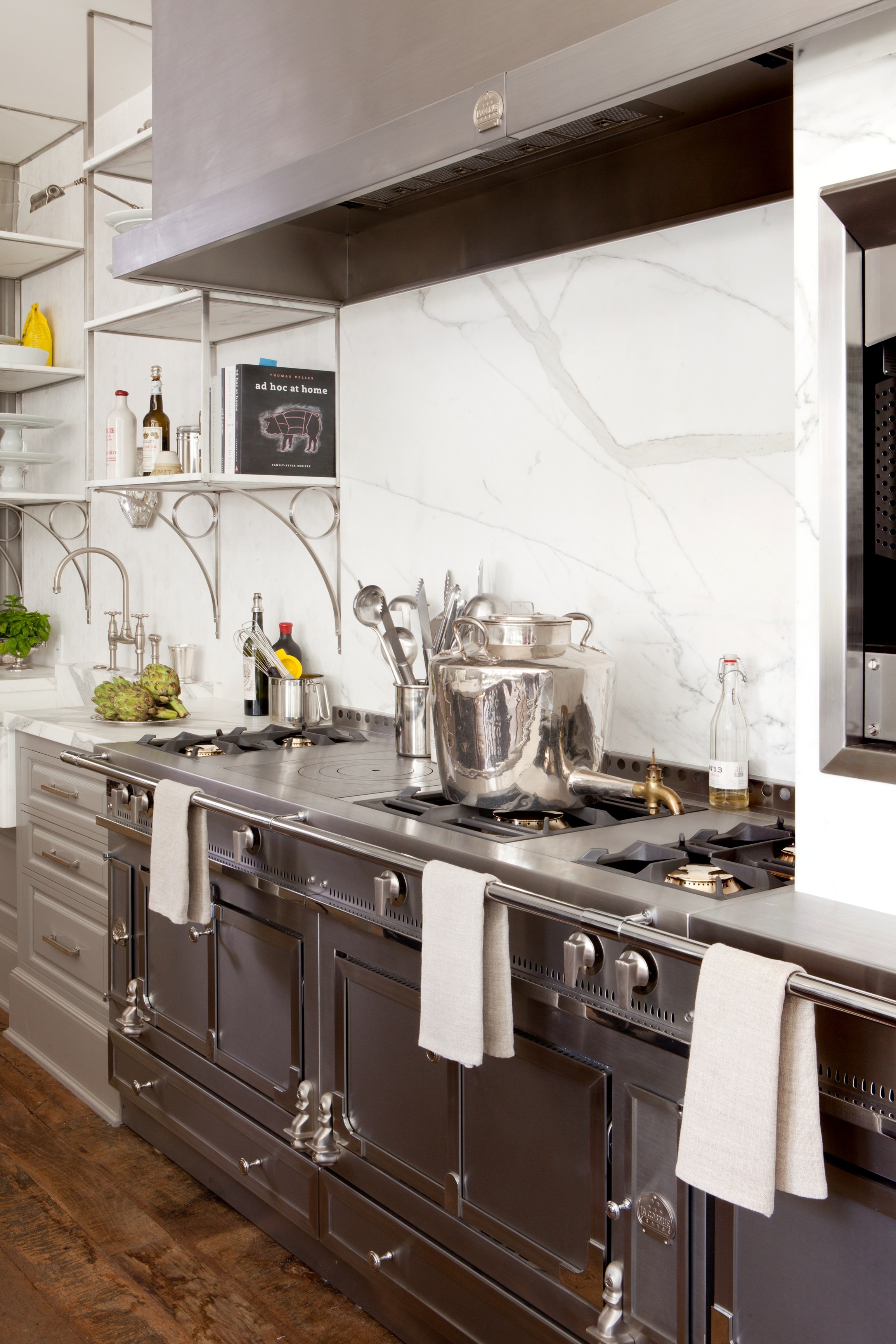 cuisini re en acier inoxydable ch teau 165 by la cornue. Black Bedroom Furniture Sets. Home Design Ideas