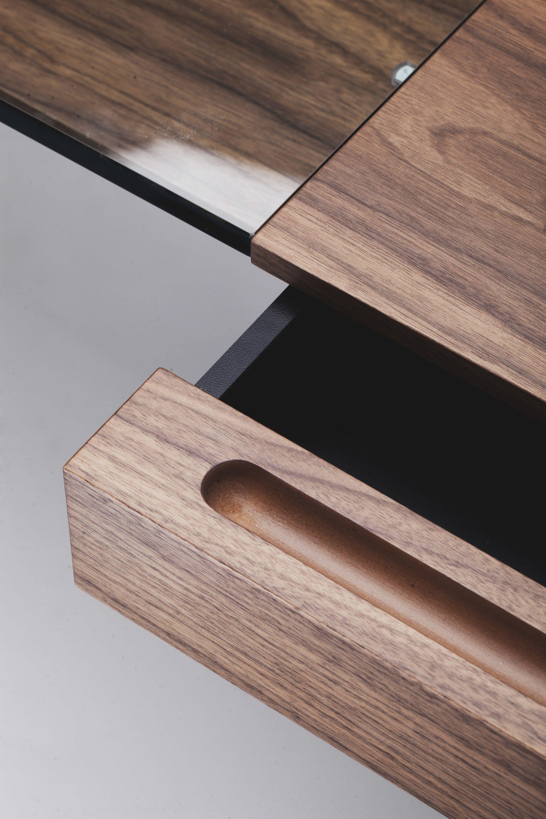 Schreibtisch Aus Holzfurnier Mit Schubladen COSIMO WALNUT CANALETTO By  Adentro Design Marco Zanuso