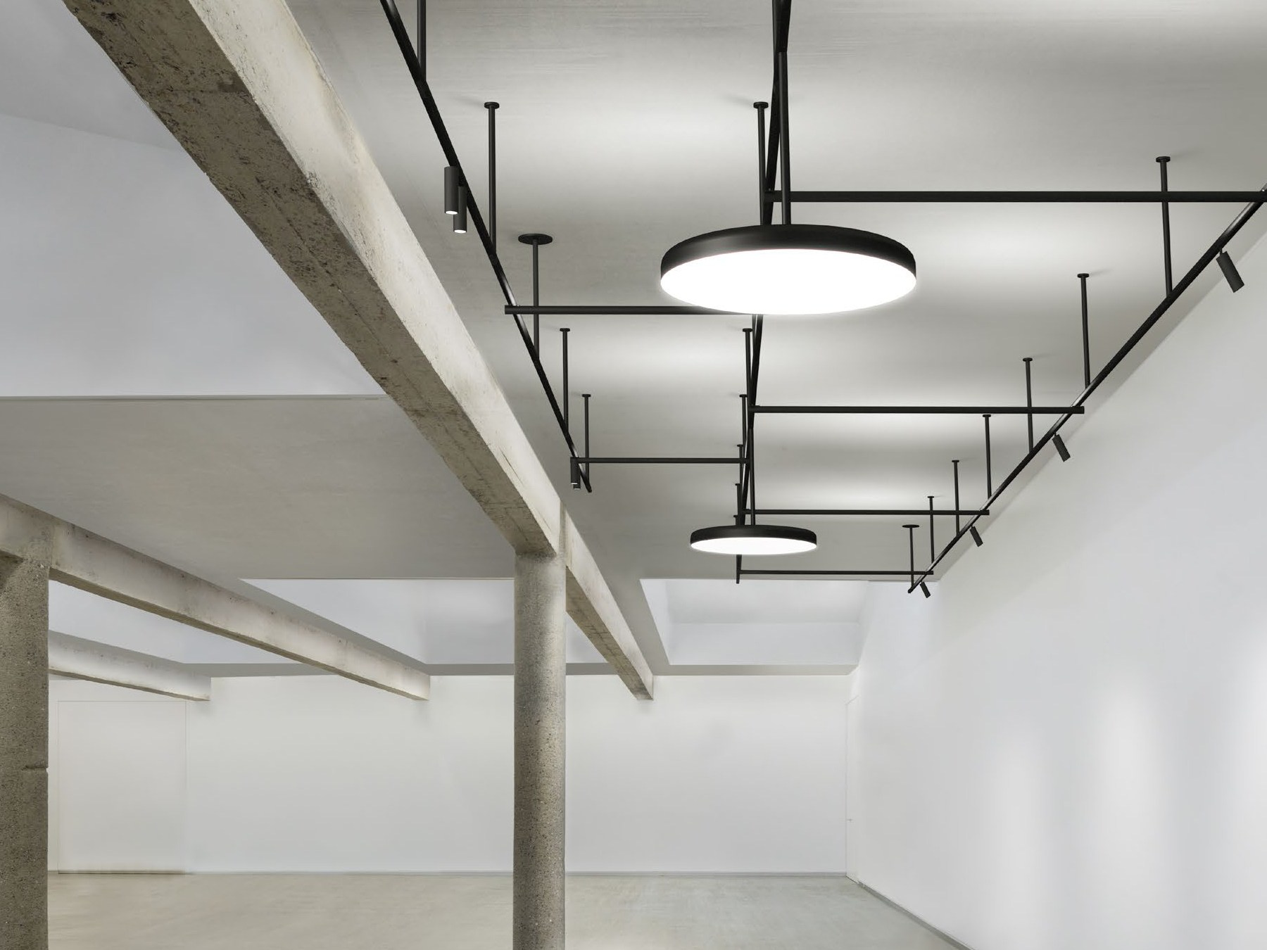 Plafoniere Flos : Ic lights f1 lampada da terra in ottone di flos elle decor